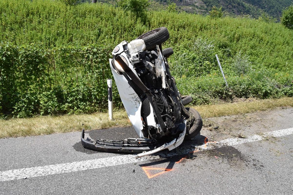 Lostallo: Frau bei Selbstunfall auf der A13 verletzt