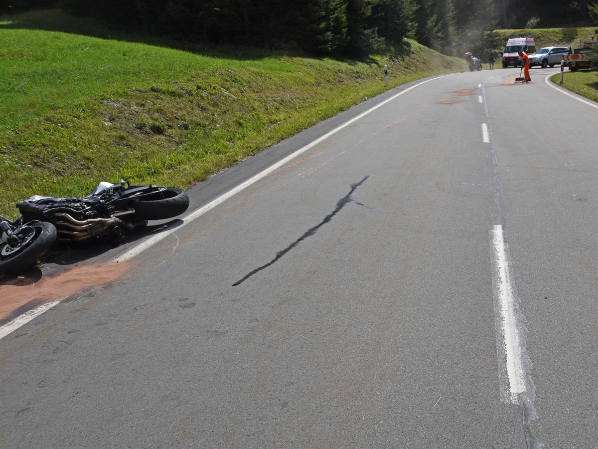 Mesocco: Kollision zwischen zwei Motorrädern
