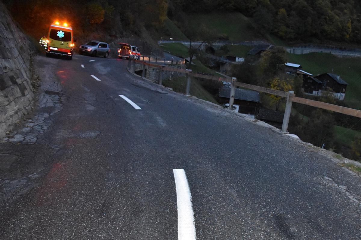 Vals: Motorradlenker durch Bündnerzaun geschleudert