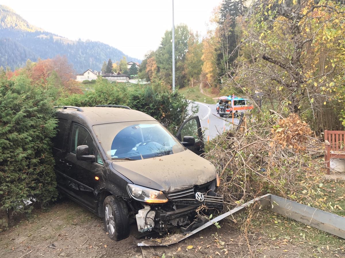 Malix: Auto bei Selbstunfall stark beschädigt